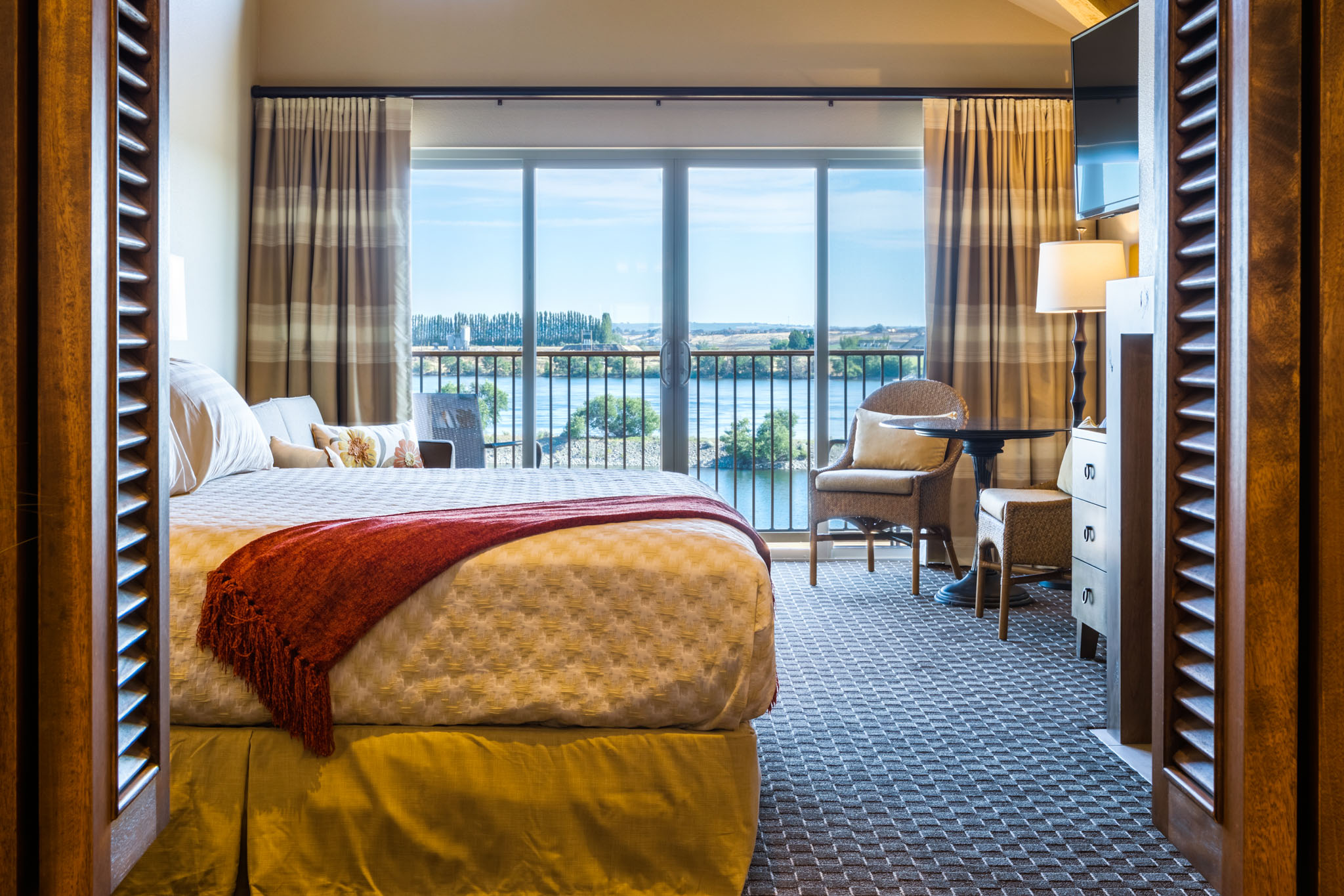 King riverfront room in Washington