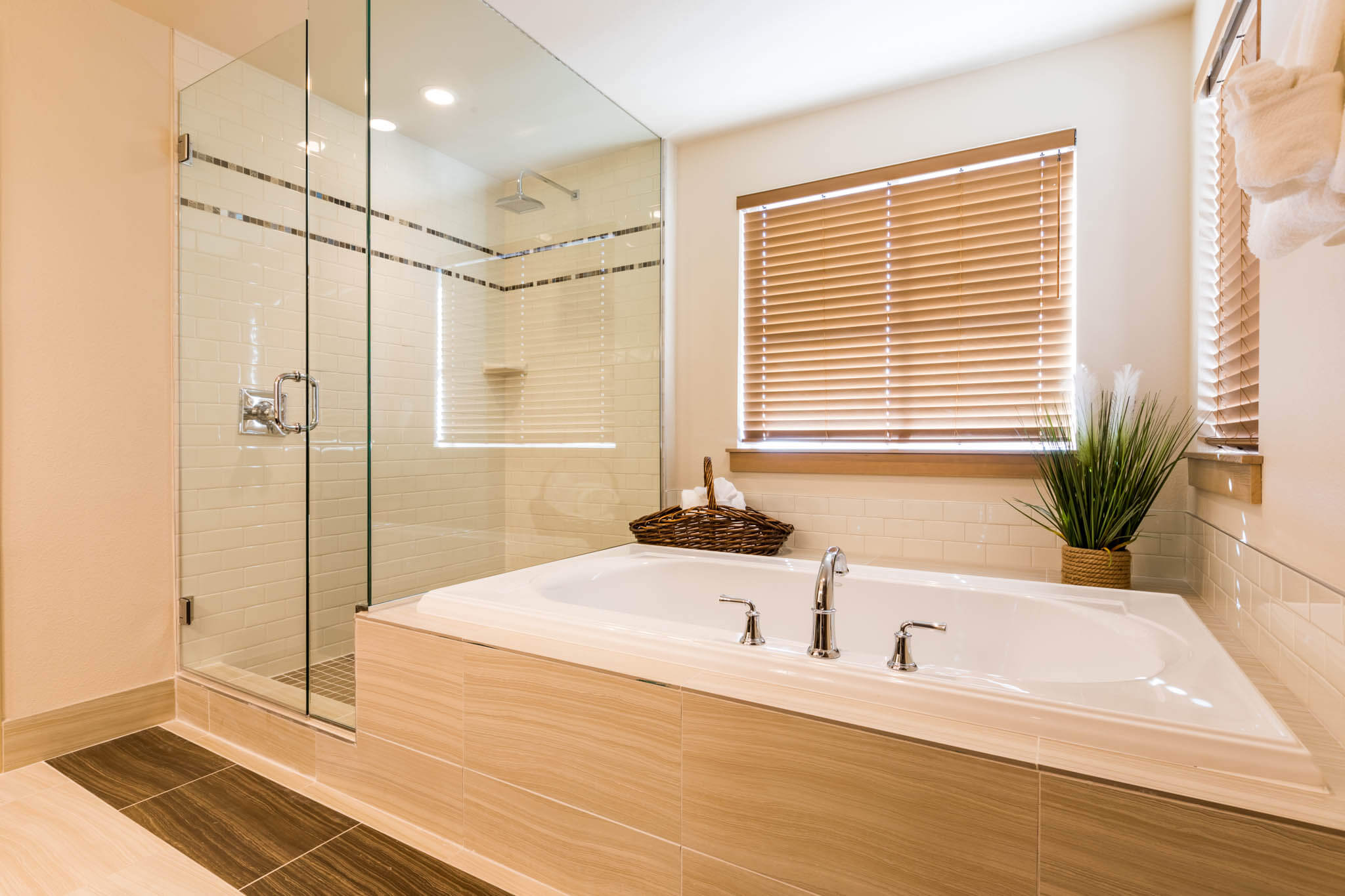 Riverfront-Corner-King-Shower-Tub-Combo - Lodge at Columbia Point