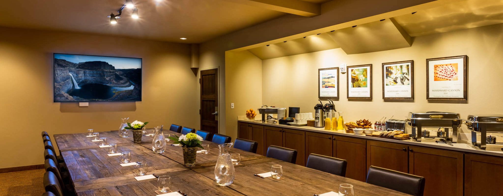 Meeting boardroom at the riverfront lodge in Washington