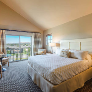 Mountain view king deluxe room
